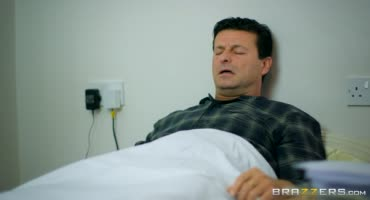 Развратная врачиха отлизала киску медсестре