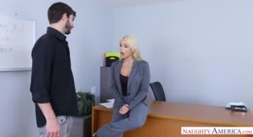 Офисные работники знают толк в сексуальных развлечениях