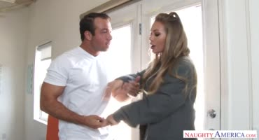 Муж узнал что его жена подрабатывает стриптизершей и наказал ее как надо