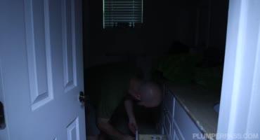 Жируха кайфует с соседом, изменяя мужу на стороне
