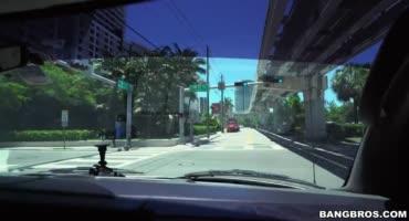 Мальчишник в Майами трахнули красотку за деньги
