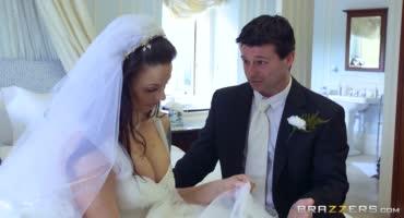Жених хорошенько отжарил свою похотливую невесту после свадьбы