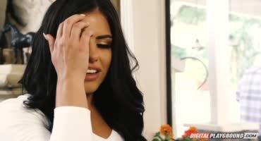 Шалава изменяет мужу пока тот жарит шашлыки