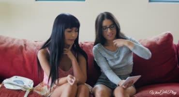 Соска предложила азиатской подруге классный перепих