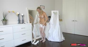 Милфа решила натрахаться напоследок перед свадьбой