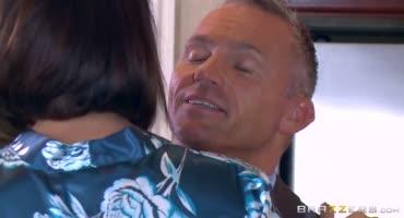 Петра благодарит любовника сексом за кунилингус