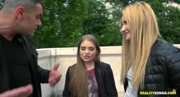Молодых проституток трахнули в оргии холостые ребятки