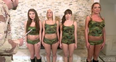 Военный трахает молоденькую крусантку в киску