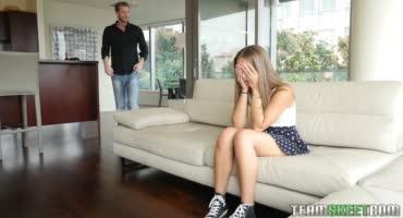 Богатый мужик пристает к молоденькой девушке