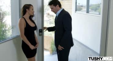 Проститутка Карина приехала ублажать своего особого клиента