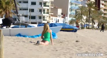 Запикапил блондинку на пляже ради анального секса