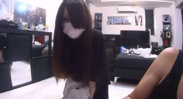Милая японочка с волосатой киской позволяет парню делать с ней что угодно