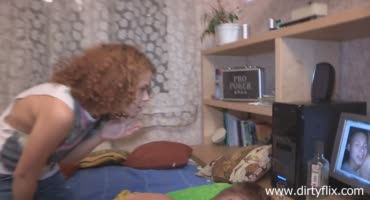 Русский куколд смотрит на то, как его девушку трахает негр
