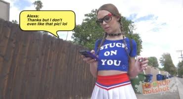 Шкура познакомилась с парнишей в интернете и пришла к нему на анал
