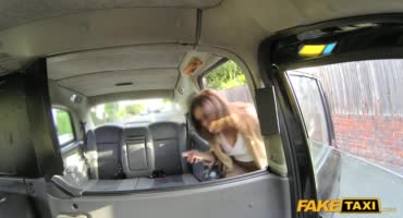 Люси попала в фейковое такси и была трахнута водилой