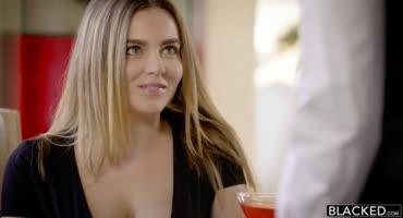 Натали занимается страстным сексом с негром