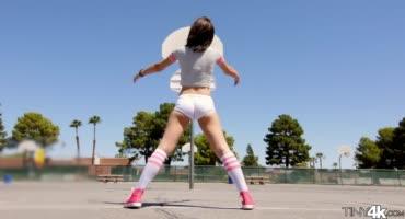 Джоселин Келли юная баскетболистка тыкается с длинным пенисом
