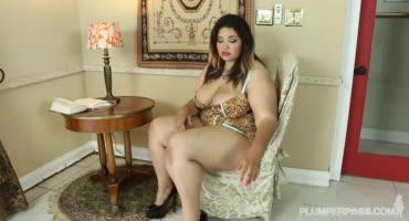 Толстая дама соблазнила подкаченного, смуглого парня