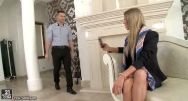 Сексапильная девка покорно ублажает болт богатенького мужика