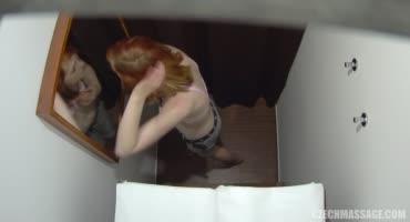 Рыжуха сосет у массажиста на скрытую камеру