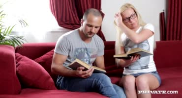 Вместо чтения книги русская парочка трахнулась