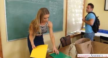 Нахрапистый студент прокачивает пилотку красивой училки крепким членом