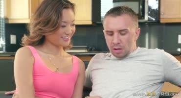Азиатка нереально перепихнулась с мужиком