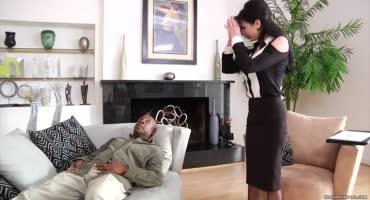 Сеанс с психотерапевтом зашел не в то русло, когда она села клиенту на лицо