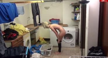 Муж трахает жену прямо на стиральной машинке
