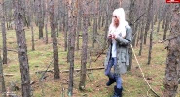 Милашка порадовала паренька отсосом в лесу