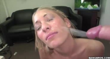 Пышногрудые красотки принимают свежую горячую сперму на лицо