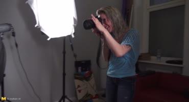 Немецкая дамочка с камерой соблазнила накаченного самца