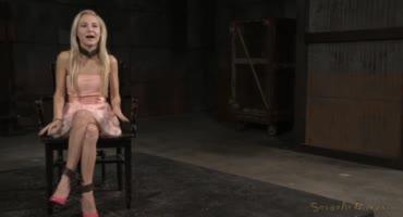 Зрелая куколка в образе рабыни на диком бдсм кастинге