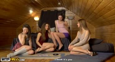 Во время вписки девушки были не против замутить оргию