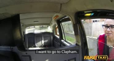 Ушлый таксист вместо денег отодрал клиентку
