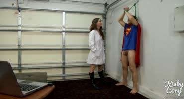 Медсестра связала супергероя и вместо опытов взяла в рот