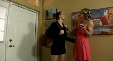 Лесбиянки на каблуках трахаются и делают друг другу кунилингус