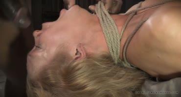 Анальный БДСМ секс с мужчинами на кровати