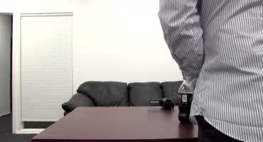Девушка показала агенту на кастинге что такое бешенство матки
