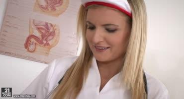 Медсестра взяла анализы спермы и сделала сочный отсос
