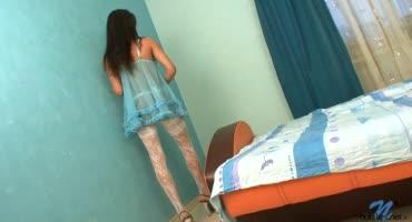 Молоденькая девушка стала проституткой как только ей исполнилось 18