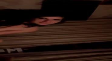 Голая московская проститутка бухает с клиентом