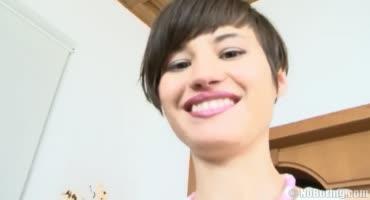 Молоденькая казашка переезжает в Москву ради проституции за хорошие деньги
