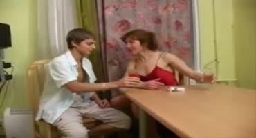 Проститутка из Москвы приехала на вызов и отдалась в волосатую вагину