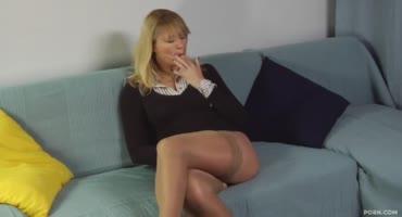 Сочная зрелая проститутка Москвы оседлала член