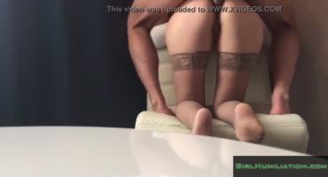 Парень трахает в задницу жопастую проститутку