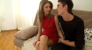 Молодая худощавая красивая проститутка из Питера трахается с молодым парнем