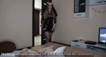 Монашка исполняет свою последнюю мечту в сексе
