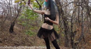 Проститутка Москвы отпраздновала Санта Муэрте фистингом в лесу