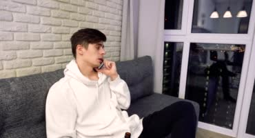 Шкура с СПб приехала к своему другу в гости и занялась с ним сексом